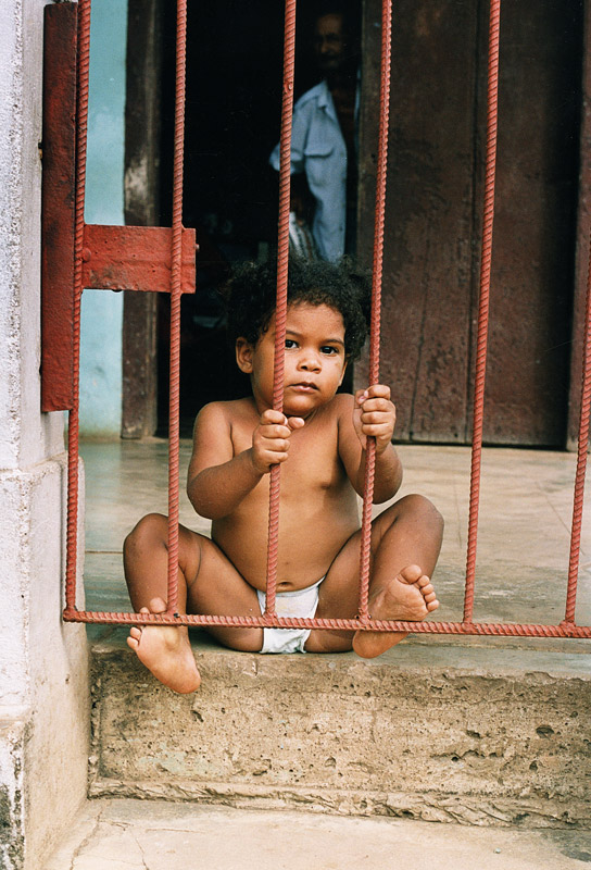 Child, Cuba, gate, grandfather, travelling, photographer from Dublin